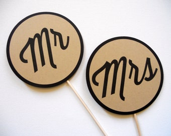Mr and Mrs Photo Booth Props . Wedding Photo Booth Props . Mr and Mrs Wedding Signs . Wedding Photos . Black and Paper Bag . Set of 2