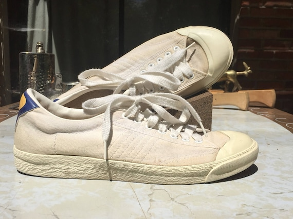 10.5 | Rare 80s Asahi Yamaha canvas tennis shoes Off white 7 eyelet low top  sneakers Rubber toe protector Padded collar