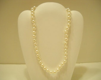 """Vintage 17"""" Faux Pearl Single Strand Necklace (1667) 8mm"""