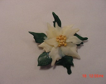 Vintage White Poinsettia Christmas Brooch  18 - 1056