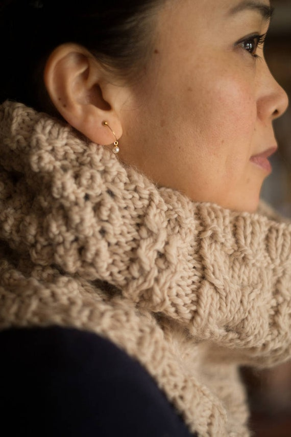 Women Celtic cowl  - Cable knit sowl - handknit aran snood - chunky aran cowl - warm cowl - winter accessory -Wool & Alpaca