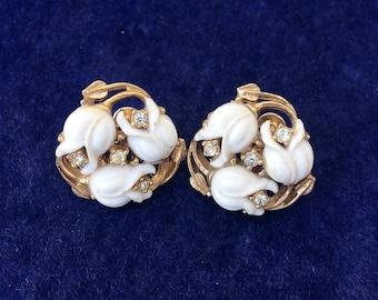 1950s Vintage White Plastic Flower and Rhinestone Earrings Screw Back Style