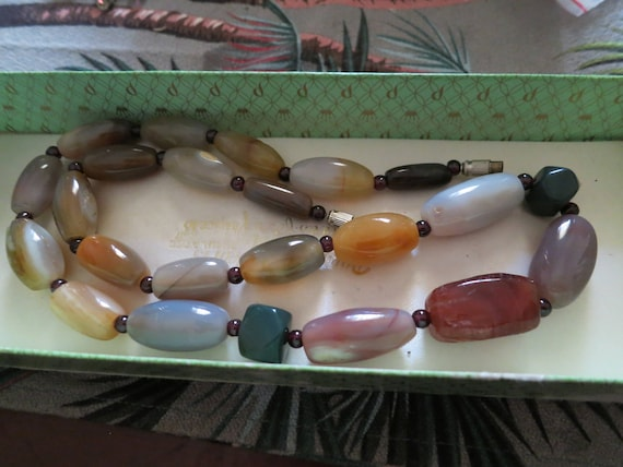 Beautiful vintage Scottish polished opaque agate necklace