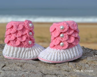 """Bootees baby girl in the hook """"Opaline"""" in pure wool 100 % Merino of French mark(brand) Fonty in white covers with meringue and grey"""