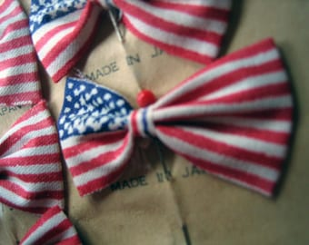 1 Small Cloth American Flag Pin after the Occupation 1950s Scrapbooking Mixed Media Collage Millinery (Ref: A-3491)