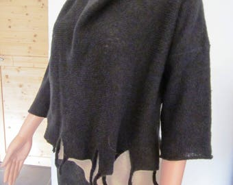 Black 3/4 sleeve pullover
