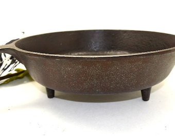 Cast Iron Footed Campfire Skillet Extra Long Handle Large Vintage Frypan