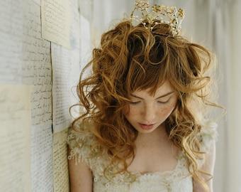 Bridal crown, wedding tiara, tiny tiara - Hearts Desire no. 2181