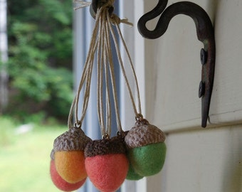 24 felted acorn ornaments - choice of color - 100% wool - Christmas ornament