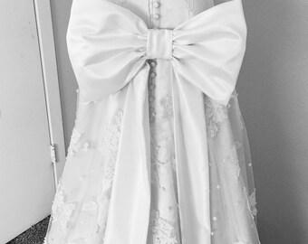 Wedding Dress Bow, Extra Large Bridal Bow, Big Bow for Wedding Sash, Bow on Pin Back for Bridal Sash