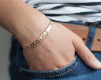 Wave Bangle Bracelet Gold Fill - Waves bracelet  - Stacking Bangles