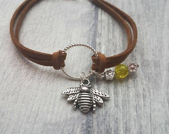 Bee charm bracelet, Bee Bracelet, Bee charm, Charm Bracelet, Bee, animal lovers bracelet, insect, bee and flowers, bee jewelry,
