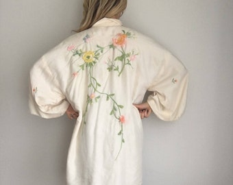 Beautiful 30s/40s Vintage Silk Kimono Robe, Hand Embroidered Asian Cream Pastel