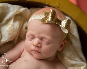 Gold Bow Headband. Baby Headband. Glitter Bow Headband. Gold Headband. Infant Hair Bow. Newborn Girl Headband
