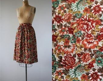 1970s vintage skirt / 70s autumn floral skirt / 70s slightly full skirt / 70s volup skirt / 70s rust floral print skirt / extra large 32 w