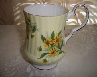Royal Windsor Fine Bone China England, Marguerite jaune design, plateau thé/café tasse sur pied par Nanas Vintage boutique sur Etsy