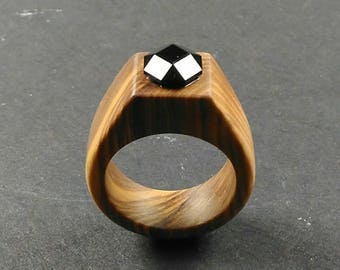 ring for women //wooden ring //wood ring // Olive wood ring with a onix faceted stone- Size 17.50 mm (USA 7 1/4)
