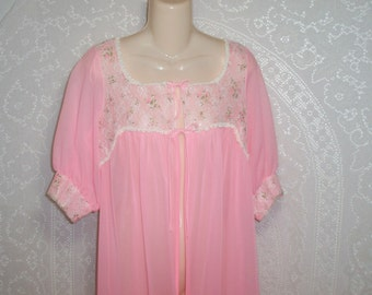 Size Small/Medium ~  Peignoir ~ Robe ~ Full Length ~ Vintage ~ Dressing Gown ~ Pink, Lace, Made in USA, ILGWU Label