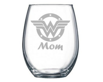 Wonder Woman wine glass - Geeky Mother's Day Gift - Nerdy Mother's Day Gift - Wonder Woman Gift - Mom's Day - Personalized - Custom present