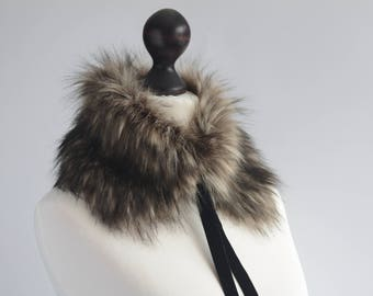 Faux fur scarf in beige and black. Beige black faux fur neck warmer. Womens faux fur collar with black velvet ribbon or button