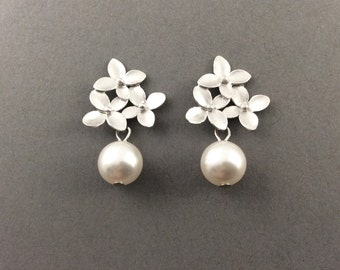 Pearl Earrings In Silver With Three Flower Motif And White Swarovski Crystal Pearls