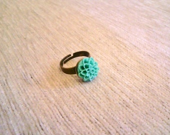 Vintagestyle Ring Dahlia Flower Mint Green adjustable