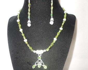 Gorgeous Polished Peridots Pearl Peendant Necklace********.