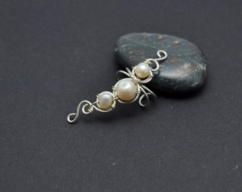 Pearl ear cuff Bohemian ear cuff Wedding Earrings Pearl Ear cuffs no piercing Ear climber Ear climber earrings Wedding gift Gift for her