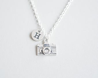Camera necklace, Camera gifts, Photographer necklace, Photographer Jewelry, Photographer gift, Gift for Journalist, Camera Charm, Travel