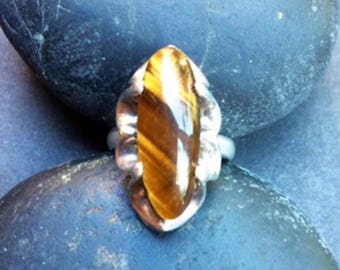 Tiger Eye Oval Sterling Silver Platform Scalloped Ring Size 4 3/4
