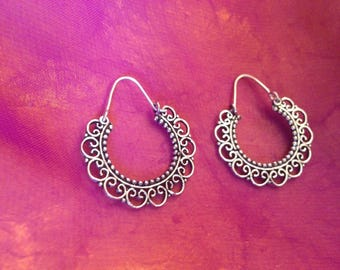 Lace hoop earrings