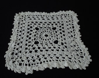 Vintage French hand crochet white cotton doily  (01951)