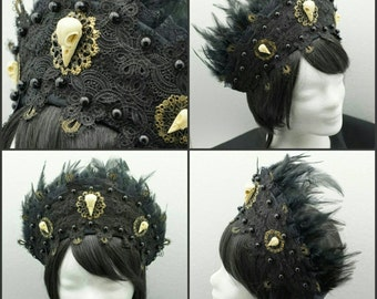 Raven skull Kokoshnik, schwarze Frenchhood mit Rabenschädel Applikationen