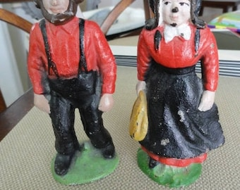 C955)  Vintage Cast Iron Mom and Pop Amish Figures