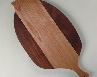Leaf Shaped Cutting Board in Walnut and Birch Wood, Cheese Board in Walnut and Birch Wood, Wedding Gift, Kitchen Ware