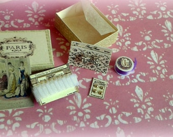 miniature 1/12 Vintage sewing box.