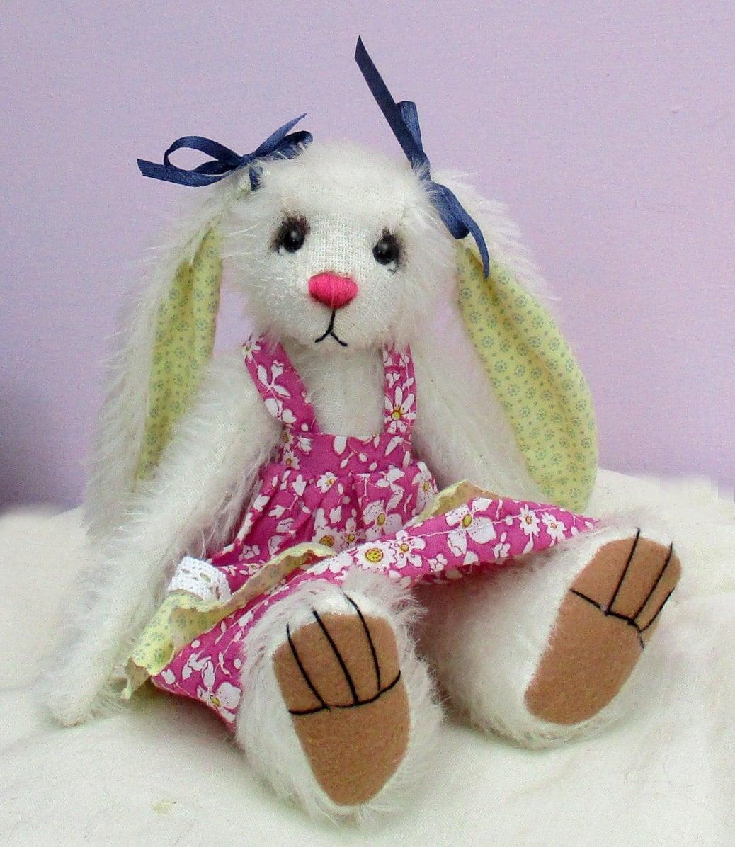 Sasha Kuscheltier Hase Kaninchen Schnittmuster. Gekleidet