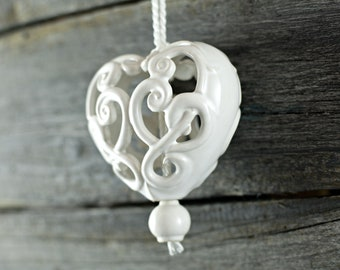 Ceramic carved heart - White
