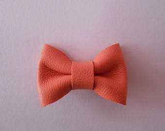 Mini coral leather knot orange 2 x 3 cm
