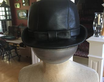 Vintage 1960s Black Cloche Hat