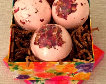 Bath Bomb Gift Set, 3 large, natural bath bombs, customize your scent, ON SALE!!