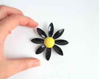 Daisy Brooch, Daisy Pin, Black Daisy Brooch, Black Daisy Pin, Enamel Daisy Brooch, Enamel Daisy Pin, Flower Brooch, Flower Pin, Large Daisy