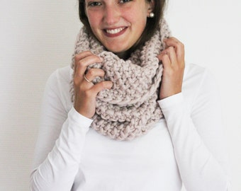 Scarf BELLA in Pearl Grey   Infinity Scarf   Chunky Knit