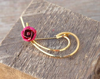 Red Rose Lapel Pin, Gold tone and red metal rose pin, Red Rose Brooch, Valentine's Day Pin, Romantic Rose Pin, Flower Brooch, Flower Jewelry