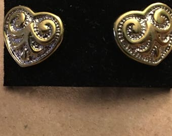 Vintage pair of golden filagree earrings..free shipping !!