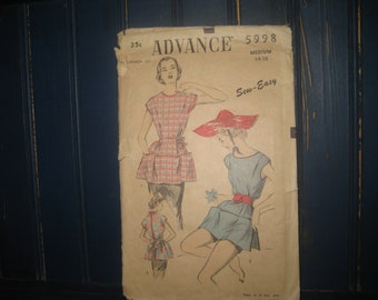 ADVANCE APRON and tunic PATTERN 5998 / Size Med. 14 - 16 / Great Graphics/ Factory Cut