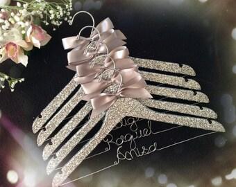 Set of 5 glittered bride hanger, personalized hanger, bridesmaids hanger,custom-made hanger, wedding hanger,wedding dress hanger