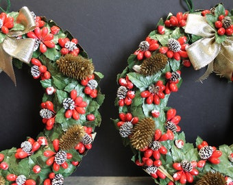 2 Vintage Retro Pine Cone and Berries Christmas Wreaths // 8 Inch // Japan