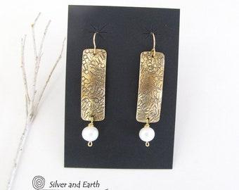 Gold Dangle Earrings, White Pearl Earrings, Brass Earrings, Gold Bar Earrings, Chic Modern Jewelry, Pearl Drop Earrings, Elegant Earrings
