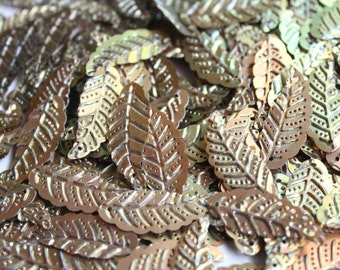 25 Metallic leaf shape sequins/KBIS223